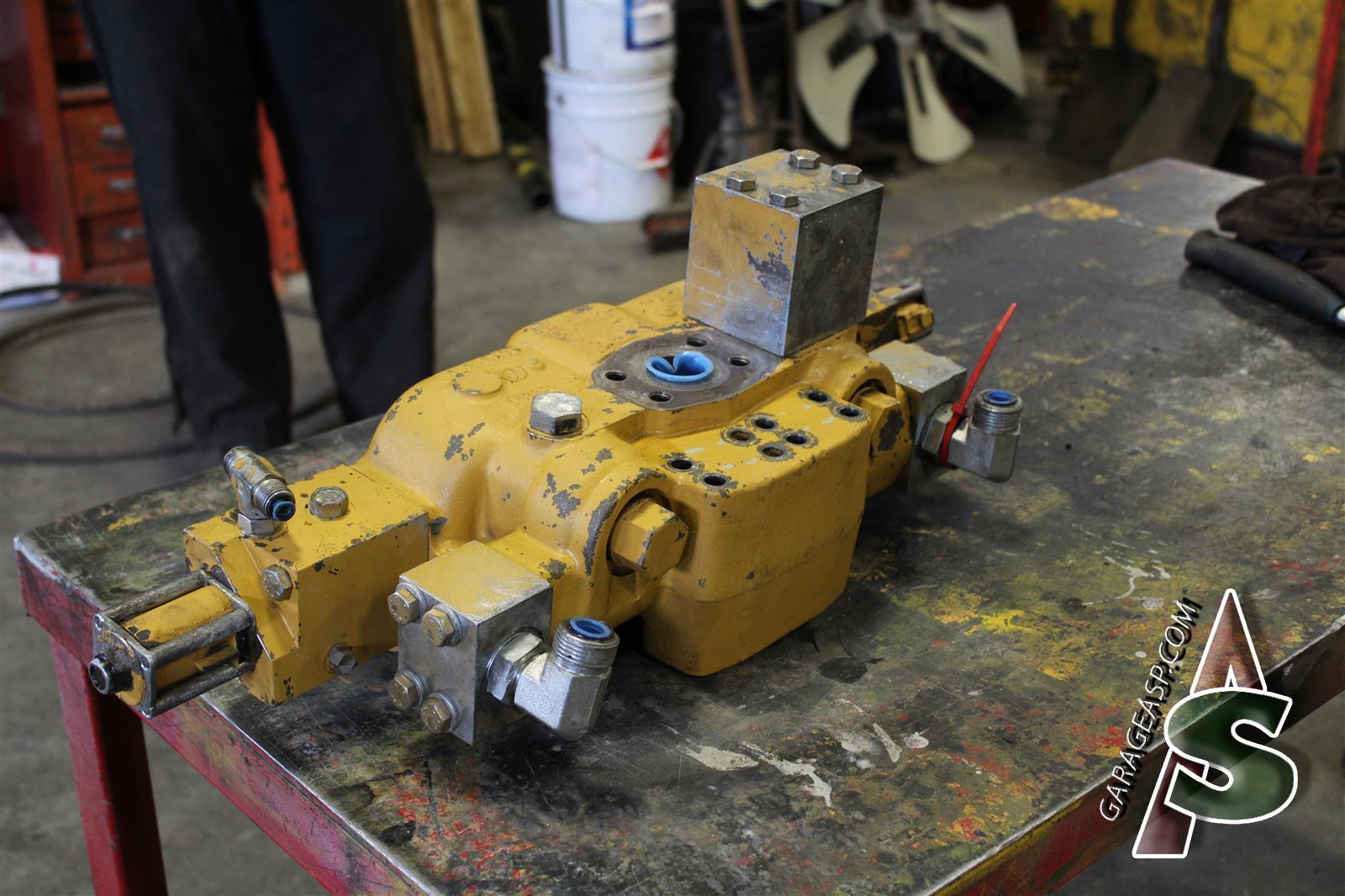 Caterpillar Control valves - Heavy equipment parts