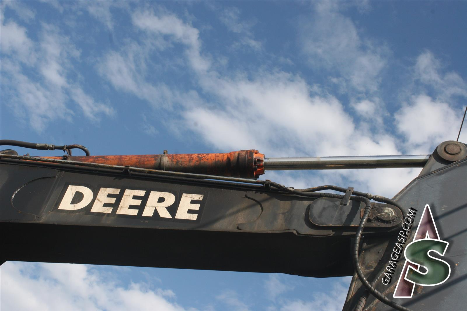 Deere Hydraulic Cylinders - Heavy equipment parts