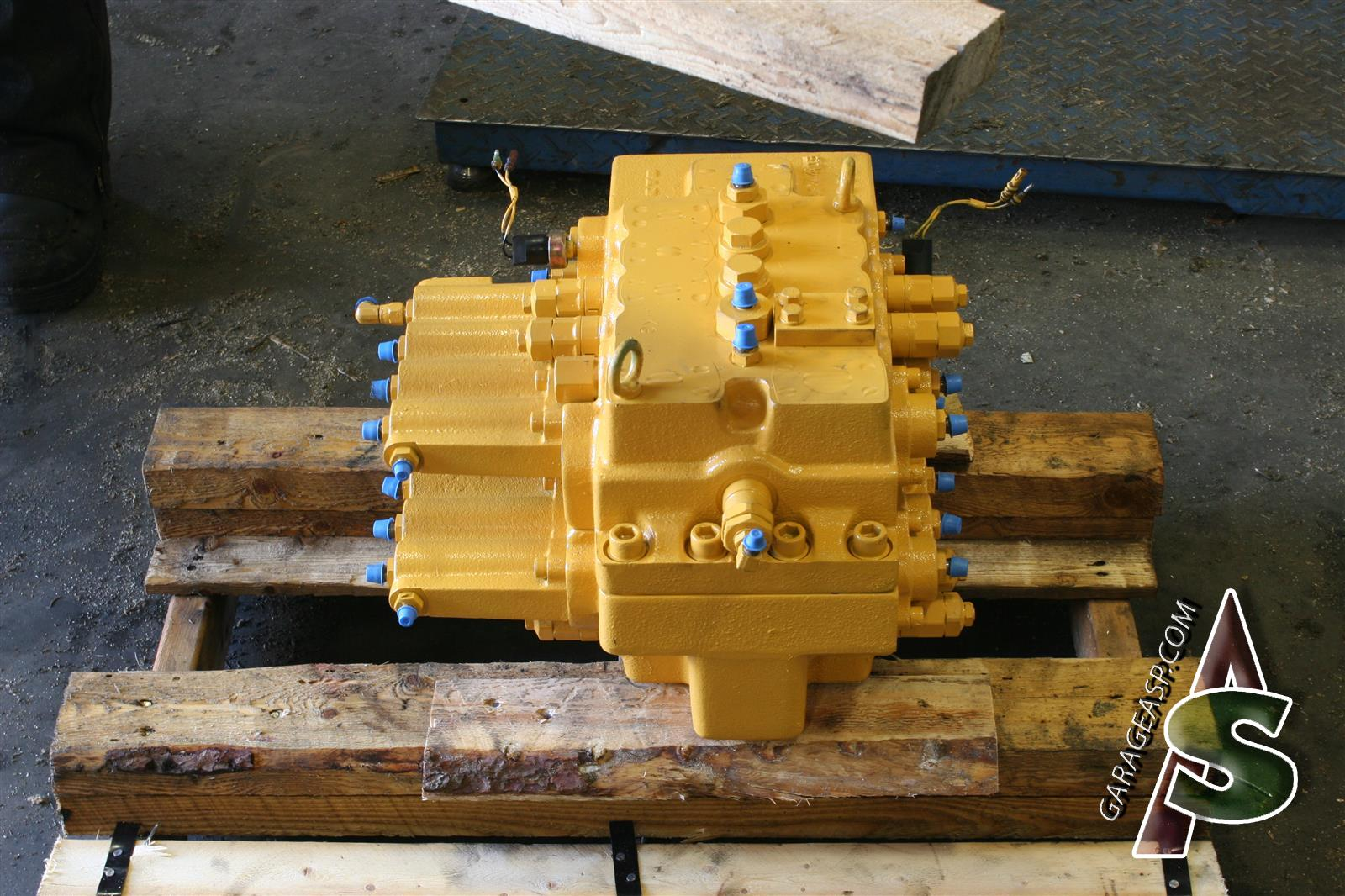 Deere Control valves - Heavy equipment parts